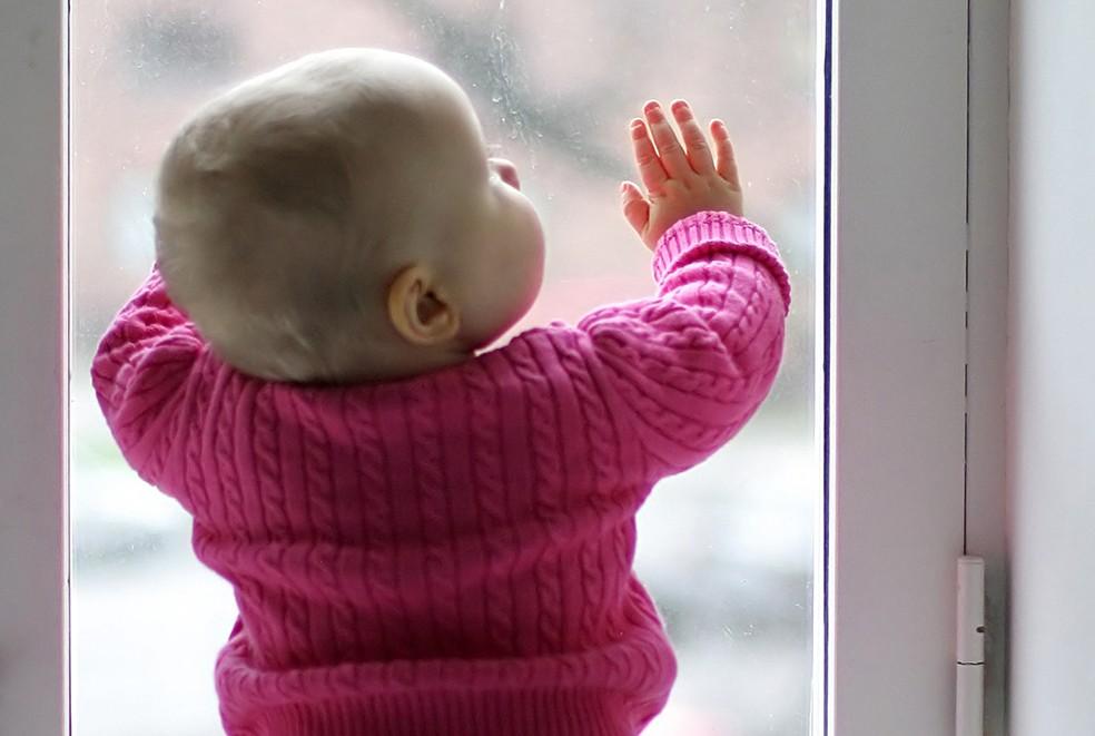 child-at-window