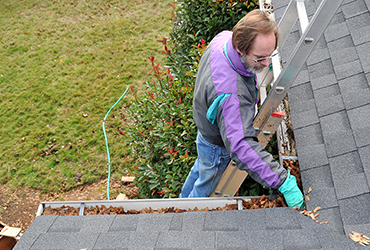 Cleaning Gutters | Tashman Home Center Los Angeles